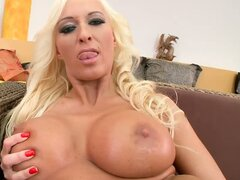 Viktoria invites you to come and see her pussy play
