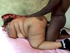 Fat ebony bitch Alyz'e sucks a BBC and welcomes it in her huge bum